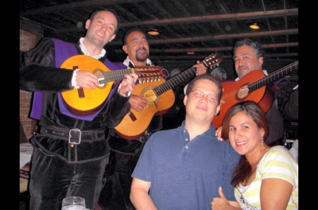 En el restaurante Casa Juancho en Miami celebraron su cuarto aniversario de bodas, Liliana Eljadue y Abdiel Sánchez.