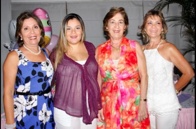 Yolita Segovia, Lourdes Pérez de Diazgranados, Norma Segovia y Billy Segovia.