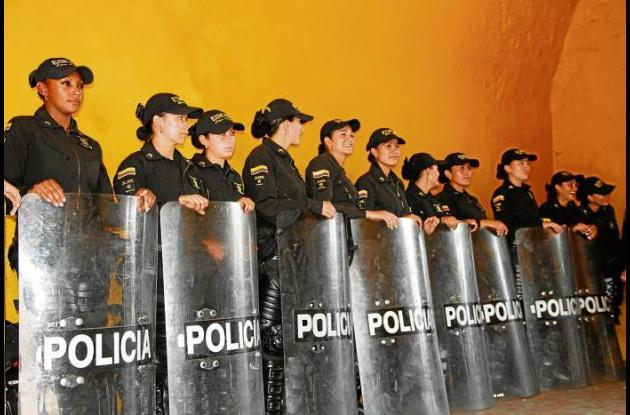 Primer Escuadrón Móvil Antidisturbios Femenino.