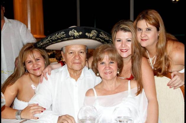 40 años de casados de Eduardo Puentes y Gloria Amparo