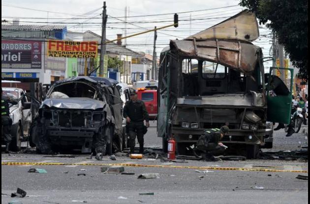 Atentado terrorista contra exministro Londoño deja 2 muertos