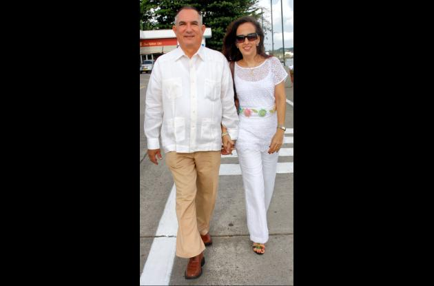 Amaury Peniche y  Martha González.