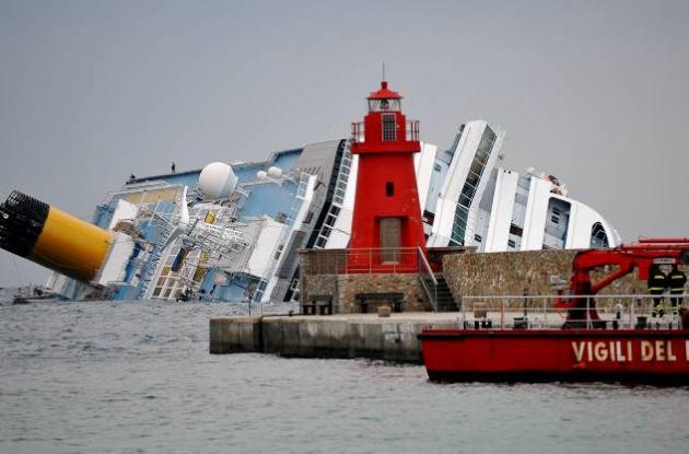 Barco encallado en Italia