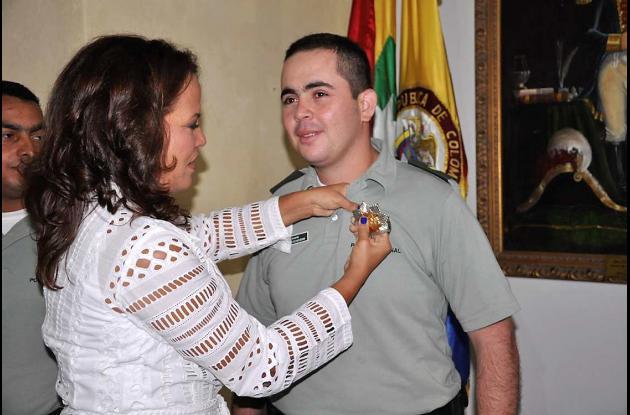 Condecoración al teniente Sergio Echeverri