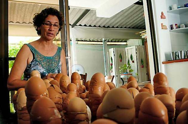 Lucy Yemail Tous: instalación con cáscaras de huevo.