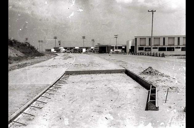 Avenida Pedro de Heredia  en construcción.