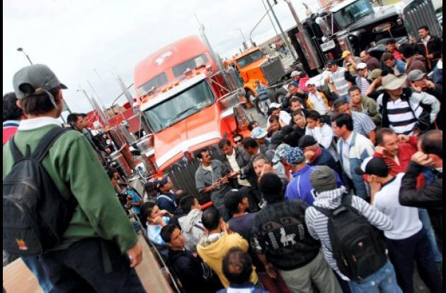 Camioneros protestando.