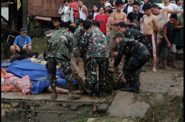 Tormenta deja al menos 440 personas muertas