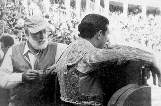 El escritor en una de las corridas de toros en Pamplona, 1959.
