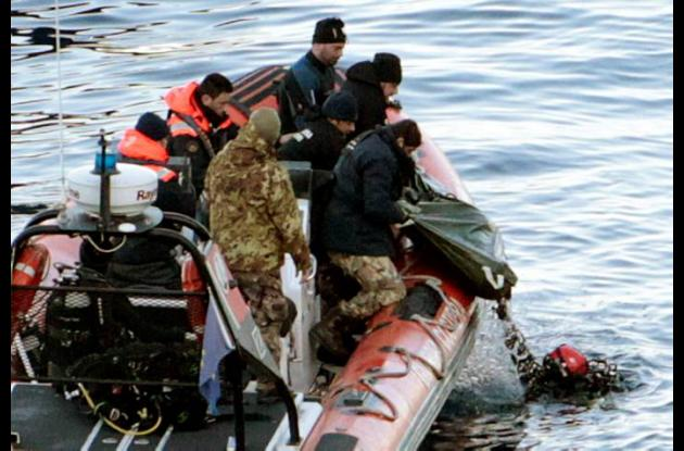 Hallan 5 nuevos cadáveres tras naufragio en Italia