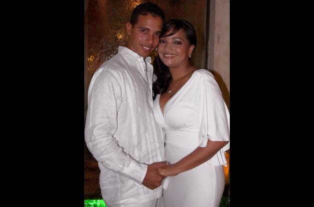 Sergio José Miranda Sánchez y Angélica María Aguilar Sanjur contrajeron matrimonio civil. Luego ofrecieron una cena familiar en el restaurante Plaza de Armas