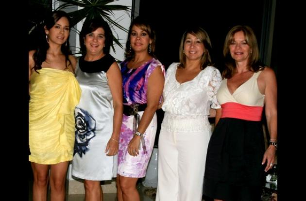 Carolina Quecano, Tatiana Lequerica, Cecilia de Covo, Gracia Ibarra y Jaya de Schuster.