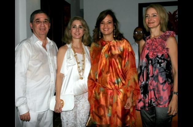 El Presidente de Constructora Barajas S.A. Arturo Cepeda, Alicita de Cepeda, la alcaldesa Judith Pinedo y Lizette de Cepeda.