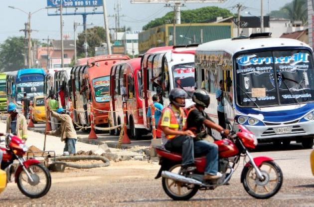 Un estudio contratado en abril de este año por Transcaribe confirma que en Cartagena hay sobreoferta de buses y superposición de rutas urbanas.