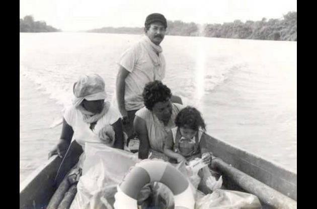 El artista Augusto Martínez Segrera, con su familia.