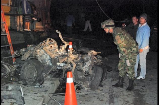 Destrozos hechos por el carro bomba en Popayán