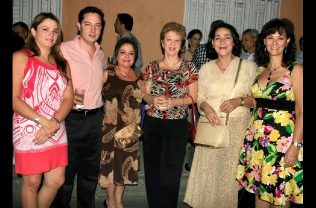 Sara Taboada, Jaime Ernesto Trucco, Margarita Brigard, Clarita de Trucco, Rosario Doria y María Claudia Trucco.