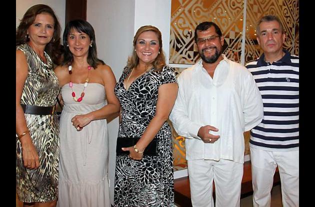 Betty de Quintero, Patricia de Vélez, Gina Cardozo, Jorge Quintero y Julián Véle