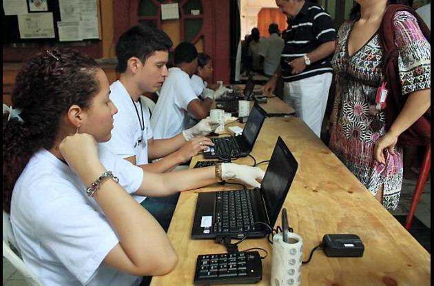 En algunos puestos de votación hay verificación de huella digital