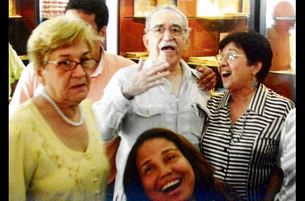Gabo con sus hermanas Ligia y Rita, contando Oh sole mio.