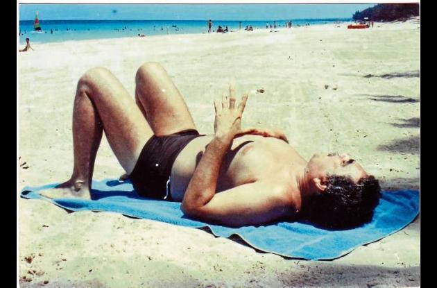 Gabo descansando bajo el sol de La Habana, Cuba.