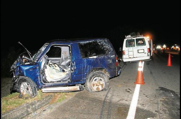 Accidente entre buseta y camioneta en la Vía al Mar