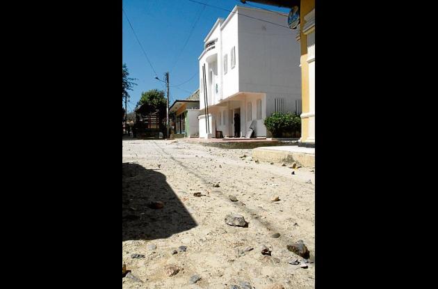 Las calles de San Cayetano, frente a la plaza y la estación de la Policía, están