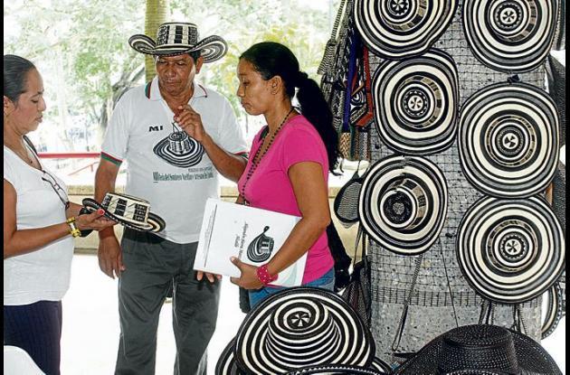 Indígenas artesanos provenientes de San Antonio de Palmito