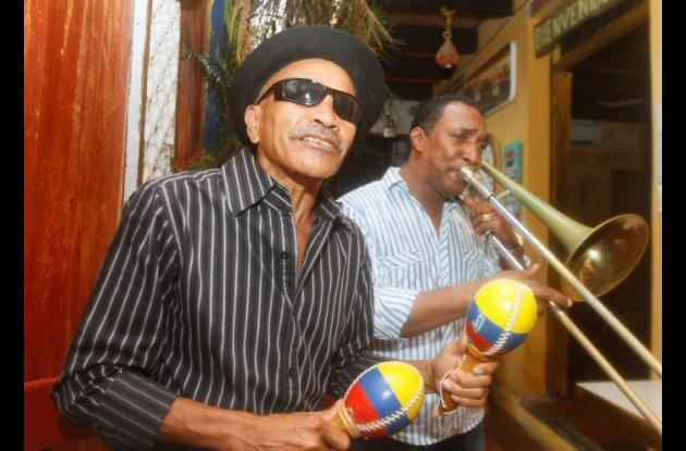 Oswaldo Guardo (Michy Boogaloo), cantante y maraquero.