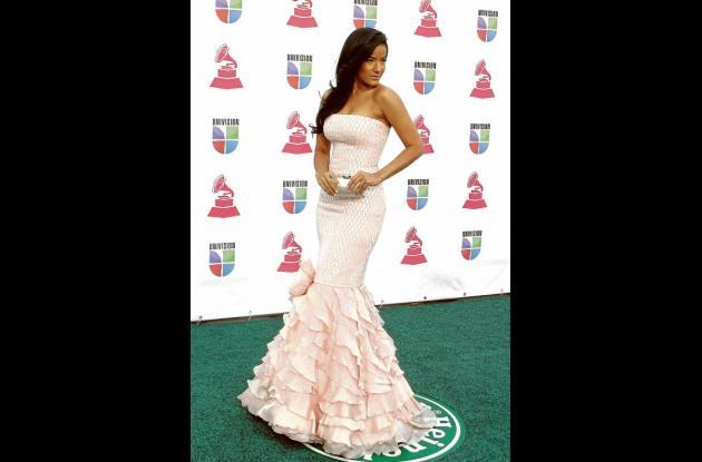 Famosos encarnan elegancia en Latin Grammy