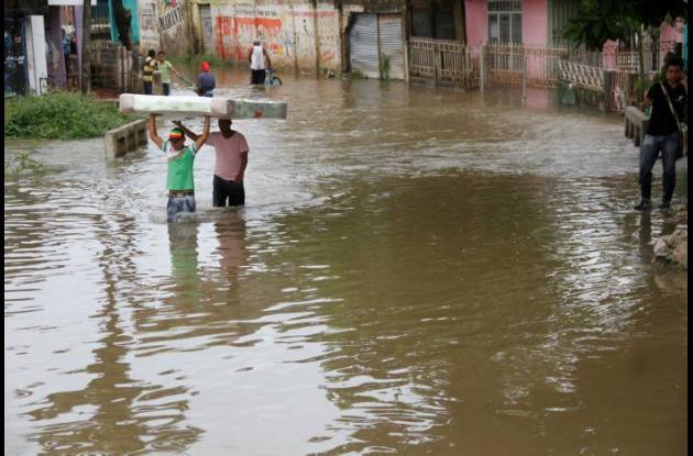Las inundaciones en El Pozón son frecuentes y dejan cientos de pérdidas material