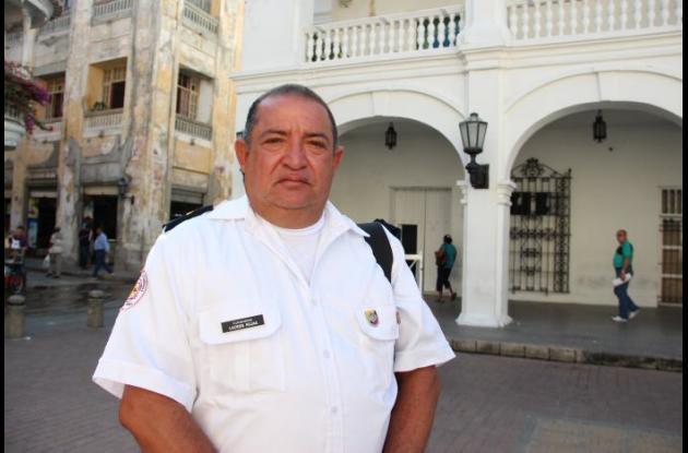 Lácides Rojas frente a la Gobernación de Bolívar, bomberos arjona