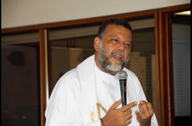 Padre Alberto Lineros