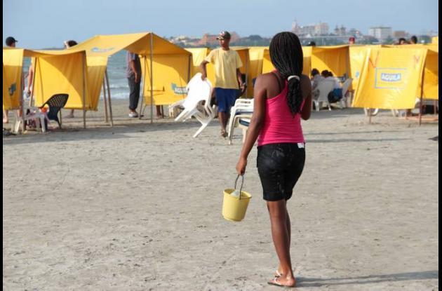 Vendedores en las playas de Cartagena