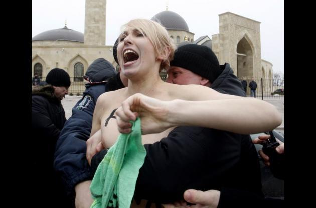feministas europeas protestan contra el islamismo