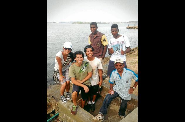 Camilo Galeano y su equipo de trabajo.