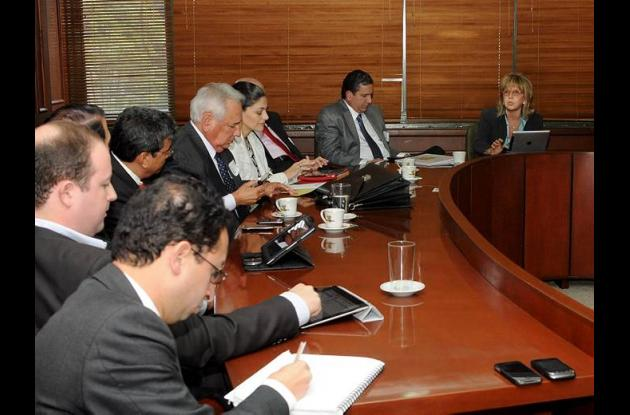 En una reunión en Bogotá para el tema del nuevo puente de Gambote.