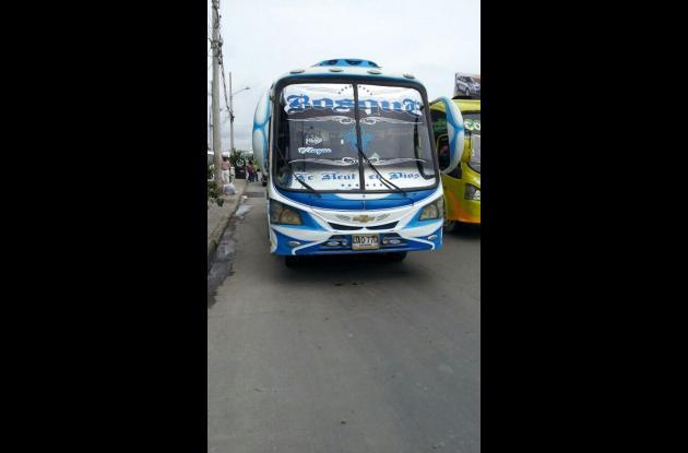 Pelea entre conductores de la ruta de busetas Bosque