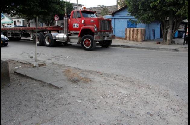 parqueo indiscriminado de tractomulas en EL BOSQUE