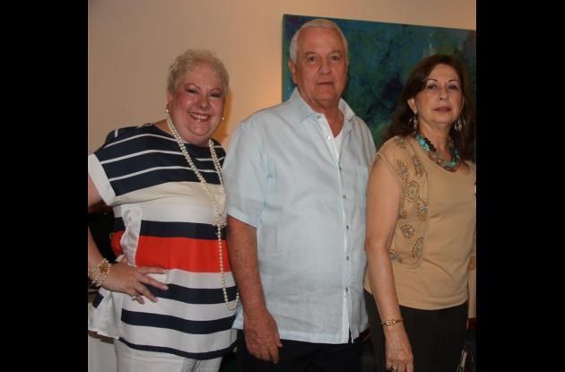 Alcira Morales, Miguel Navas y Marina Morales.