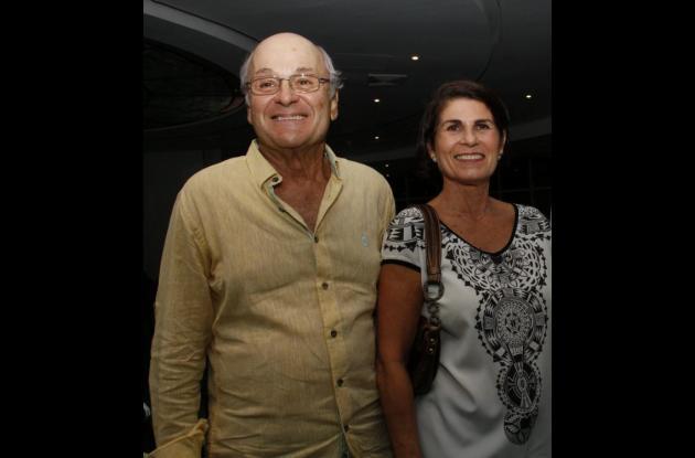 Rafael Peréz y Lila de Pérez.