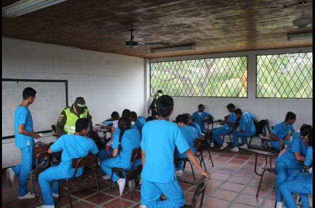 Requisas en colegios de Montería buscando armas