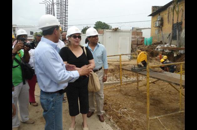 El alcalde de El Carmen de Bolívar, Francisco Vega y la ministra Mariana Garcés, supervisaron los trabajos de la nueva obra.