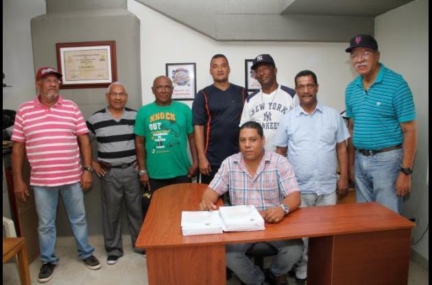 El nuevo órgano de administración de la Liga de sóftbol de Bolívar, que preside Alberto Olivares.