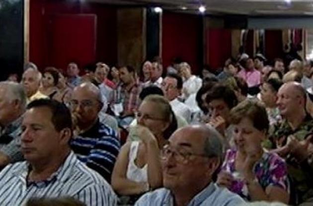 reunion del alcalde dionisio velez con los residentes de bocagrande