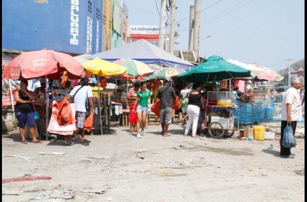 Comercio informal en Bazurto.