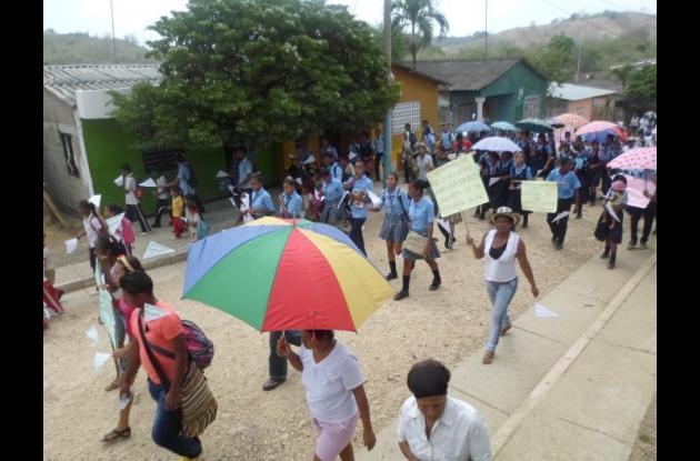 En zipacoa, la comunidad exigió durante la marcha que se les tenga en cuenta como víctimas que fueron del conflicto armado que se vivió en esa zona.