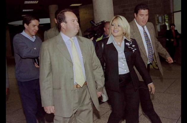 El coronel retirado de la policía Royne Chávez y la cantante colombiana Marbelle.