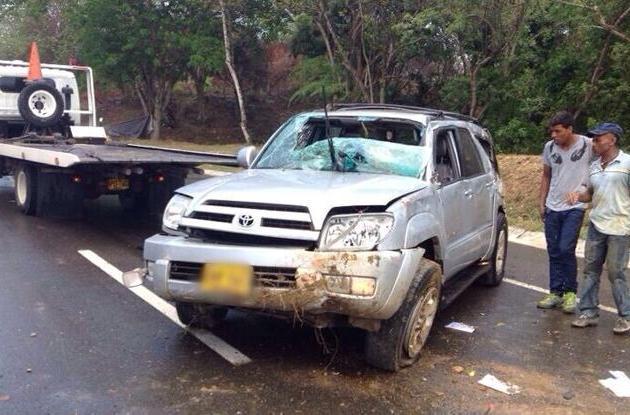 camioneta que se volcó en la Vía del Mar, junto al peaje de Marahuaco.