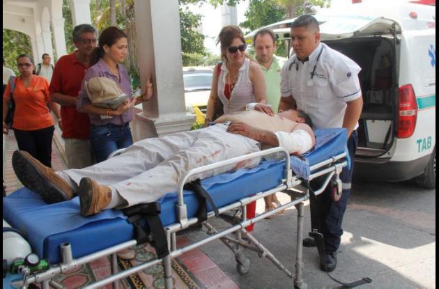 hombre herido al volcarse la camioneta que manejaba en laVía del Mar, junto al peaje de Marahuaco.